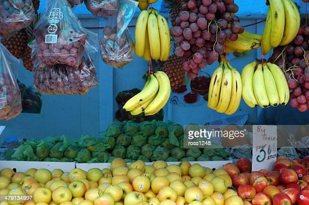 市場のブースでポートオブスペイン、トリニダードトバゴ - ポートオブスペイン ストックフォトと画像