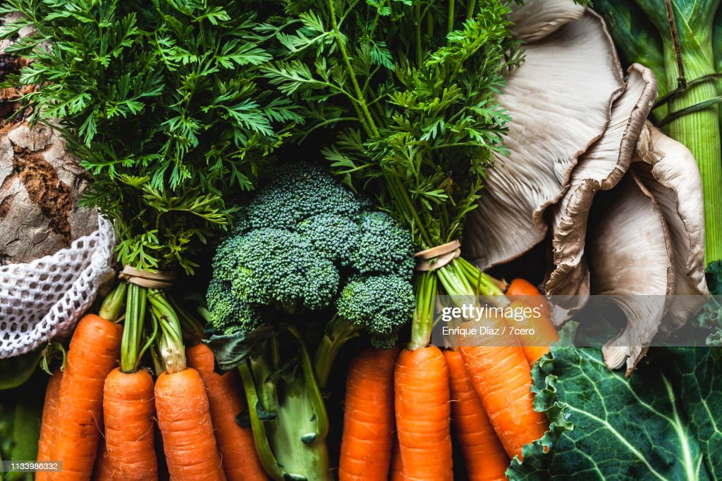 Market Vegetables and Bunches of Carrots : Stockfoto