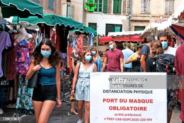 market with people wearing mask to prevent coronavirus - bouches du rhone stock pictures, royalty-free photos & images