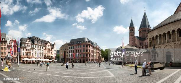 marketplace in mainz and st martin`s cathedral, germany, europe - mainz stock pictures, royalty-free photos & images
