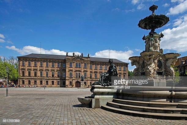 marketplace the Pauli fountain the former margrave's palace built from 17001704 the Markgrave Memorial built in 1843 Erlangen Bavaria Germany