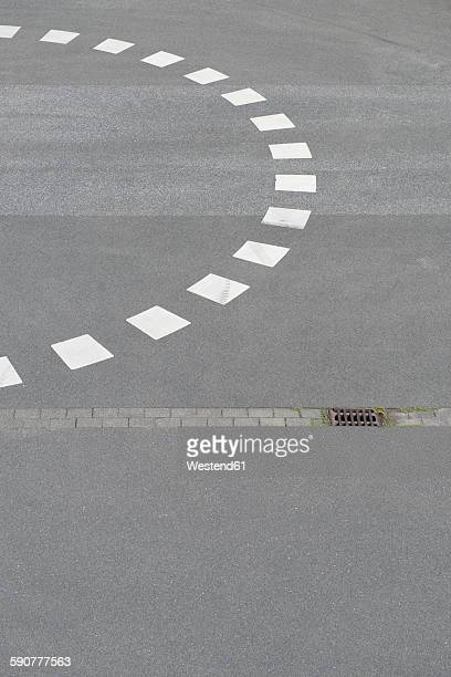 Marking of roundabout on tarmac
