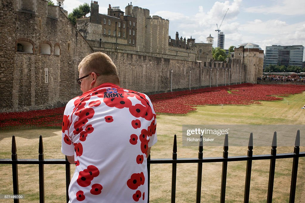 UK London WW Centenary Poppies At The Tower Of London - Tower of london river of poppies