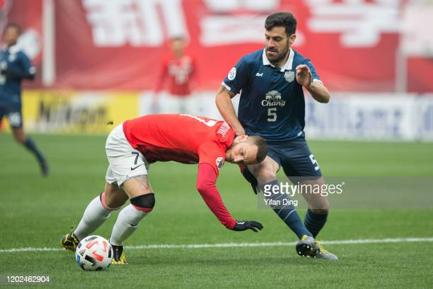 Marko Arnautovic of Shanghai SIPG and Andres Tunez of Buriram United in action during the AFC Champions League Preliminary Round match between...