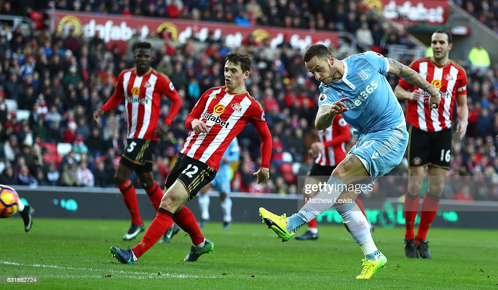 Marko Arnautovic of Stoke City (R) scores his sides second goal during the Premier League match between Sunderland and Stoke City at Stadium of Light on January 14, 2017 in Sunderland, England.