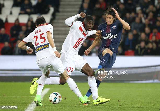 Marko Basa Adama Soumaoro of Lille and Edinson Cavani of PSG in action during the French Ligue 1 match between Paris SaintGermain and Lille OSC at...