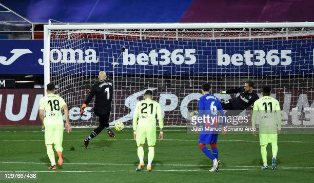 Marko Dmitrovic of SD Eibar scores their side's first goal from the penalty spot past Jan Oblak of Atletico de Madrid during the La Liga Santander...