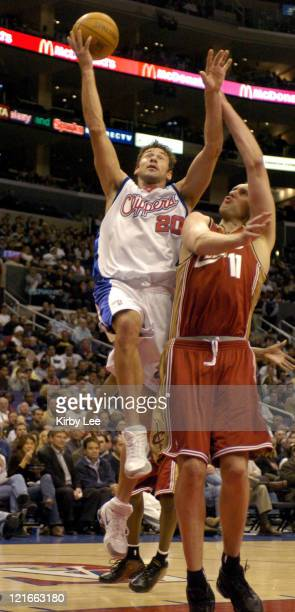 Marko Jaric of the Los Angeles Clippers drives past Zydrunas Ilgauskas of the Cleveland Cavaliers during the NBA game between the Los Angeles...