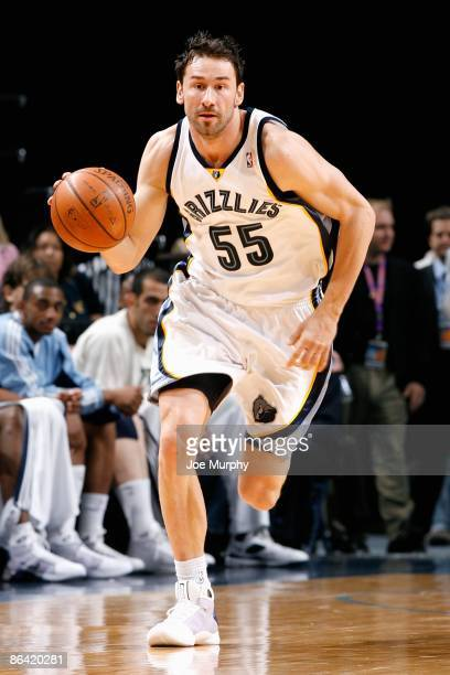 Marko Jaric of the Memphis Grizzlies drives the bal up court during the game against the Phoenix Suns on April 10 2009 at FedExForum in Memphis...
