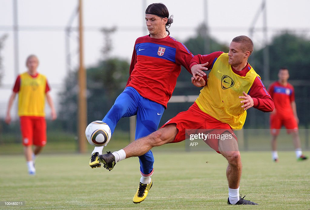 Marko Pantelic (L) vies with Nemanja Vidic of Serbia's national soccer team during the first training session at the sports centre in Kovilovo, near Belgrade on May 24, 2010, as part of the preparation for the upcoming World Cup 2010. Serbia will face Germany, Ghana and Australia in group D. AFP PHOTO / Alexa STANKOVIC