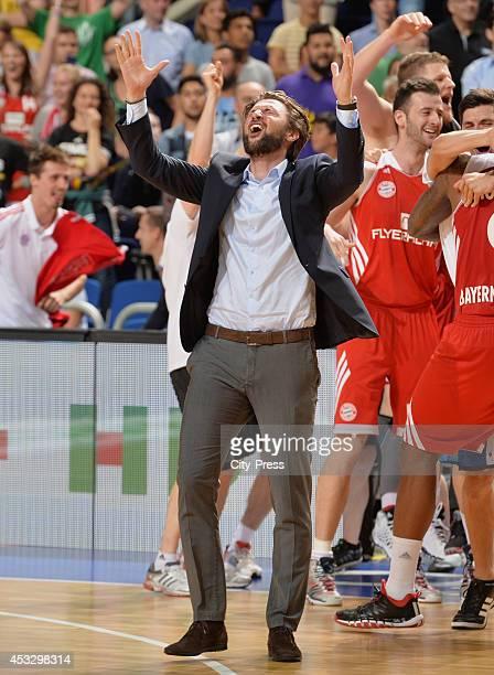 Marko Pesic feiert den Sieg nach Spiel 4 der Beko BBL playoffs zwischen Alba Berlin und FC Bayern München.