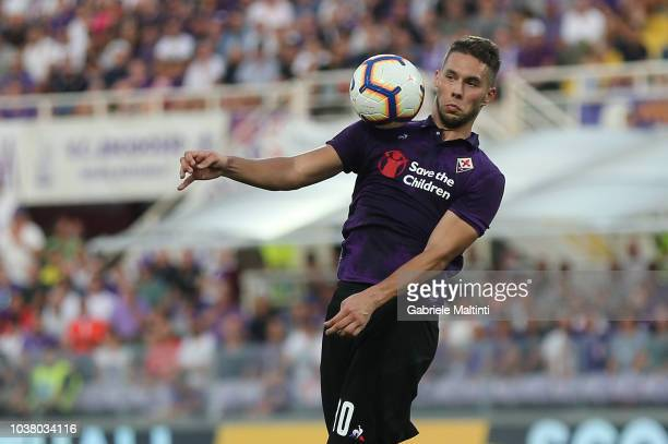Marko Pjaca of ACF Fiorentina in action during the Serie A match between ACF Fiorentina and SPAL at Stadio Artemio Franchi on September 22 2018 in...