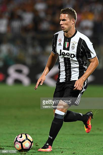 Marko Pjaca of FC Juventus in action during the PreSeason Friendly match between FC Juventus and Espanyol at Alberto Braglia Stadium on August 13...