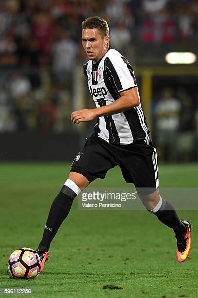 Marko Pjaca of FC Juventus in action during the PreSeason Friendly match between FC Juventus and Espanyol at Alberto Braglia Stadium on August 13...