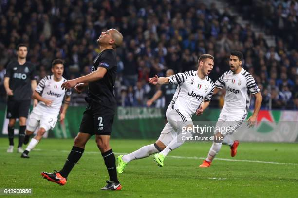 Marko Pjaca of Juventus celebrates scoring the first goal to make the score 01 during the UEFA Champions League Round of 16 first leg match between...