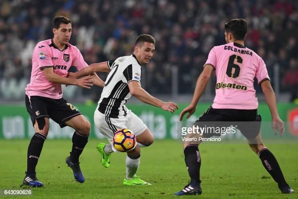 Marko Pjaca of Juventus FC in action against Mato Jajalo and Edoardo Goldaniga of US Citta di Palermo during the Serie A match between Juventus FC...