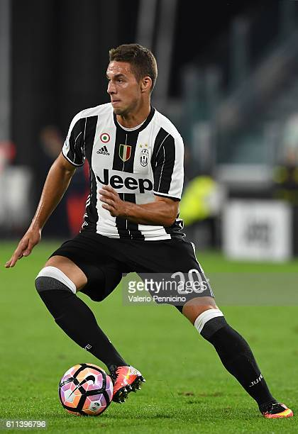 Marko Pjaca of Juventus FC in action during the Serie A match between Juventus FC and Cagliari Calcio at Juventus Stadium on September 21 2016 in...