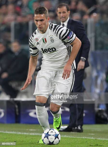 Marko Pjaca of Juventus FC in action during the UEFA Champions League Round of 16 second leg match between Juventus and FC Porto at Juventus Stadium...