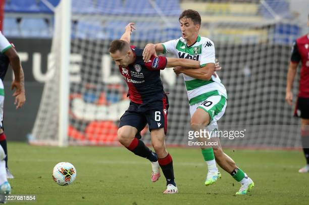 Marko Rog of Cagliari fights for the ball with Filip Djuricic of Sassuolo during the Serie A match between Cagliari Calcio and US Sassuolo at...