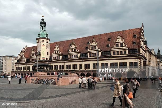 Markt in Leipzig mit Altem Rathaus früherer Eingang zur Untergrundmessehalle heute Eingang zur DBStation Markt im CityTunnel