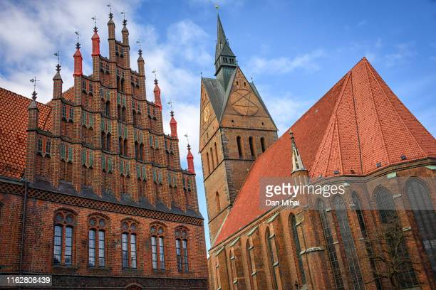 marktkirche and the old town hall - hannover - fotografias e filmes do acervo
