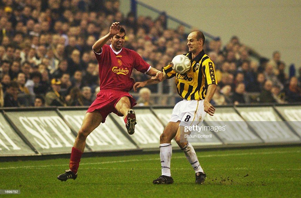 Markus Babbel of Liverpool and Gert Claessens of Vitesse Arnhem : News Photo