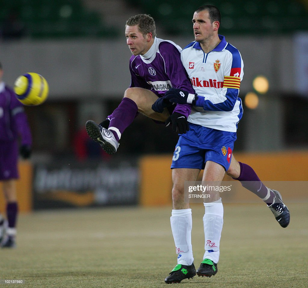 Markus Kiesenebner (L) of Austria Wien vies with Fernando Soriano of Zaragoza in a UEFA Cup-Game in the Happelstadion in Vienna 10 March 2005. AFP PHOTO Leodolter