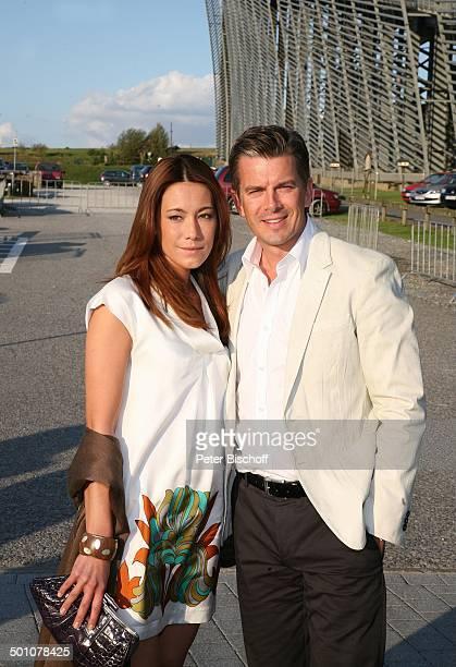 Markus Lanz Freundin Angela Gessmann Hochzeitsfeier nach standesamtlicher Trauung von Bräutigam Horst Lichter und Braut Nada Parkplatz 'Skihalle'...