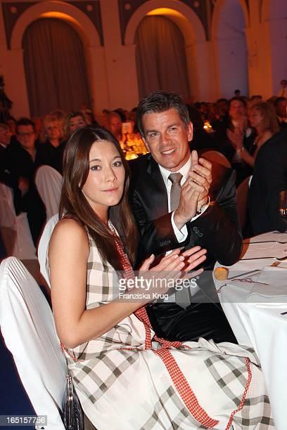 Markus Lanz Und Freundin Angela Gessmann Bei Der Verleihung Der Goldenen Feder In Der Handelskammer In Hamburg