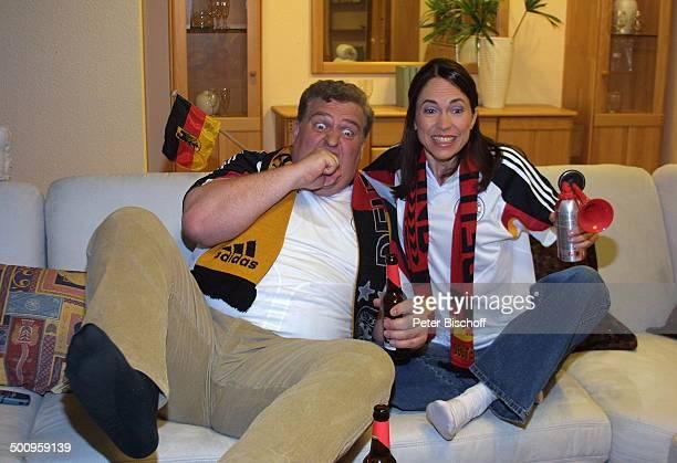 """Markus Maria Profitlich, Ehefrau Ingrid-Marie Einfeldt, SAT1-Sendung """"Markus M. Profitlich will Fußball gucken"""", , Komödiant, Komödiantin,..."""