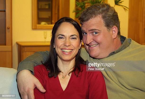 """Markus Maria Profitlich, Ehefrau Ingrid-Marie Einfeldt, SAT1-Sendung """"Markus M. Profitlich will Fußball gucken"""", , Komödiant, Komödiantin, Wohnzimmer..."""