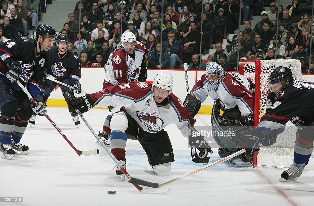 Colorado Avalanche v Vancouver Canucks : News Photo