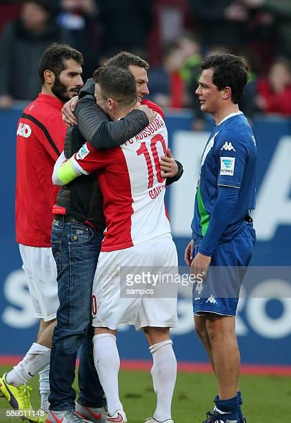 Markus Weinzierl TRainer FC Augsburg mit Daniel Baier FC Augsburg Marcell Schäfer Fussball 1 Bundesliga FC Augsburg VfL Wolfsburg 10 Saison 2014 /...