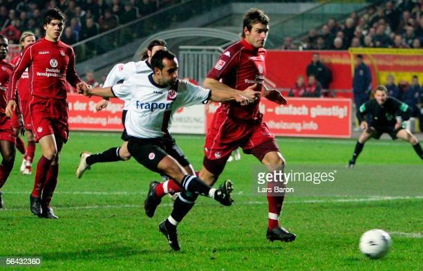 Markus Weissenberger of Frankfurt scores the first goal during the Bundesliga match between 1FC Kaiserslautern and Eintracht Frankfurt at the...