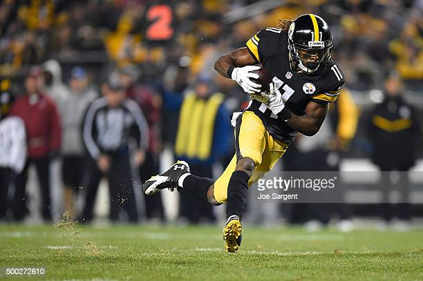 Markus Wheaton of the Pittsburgh Steelers carries the ball in the second quarter of the game against the Indianapolis Colts at Heinz Field on...