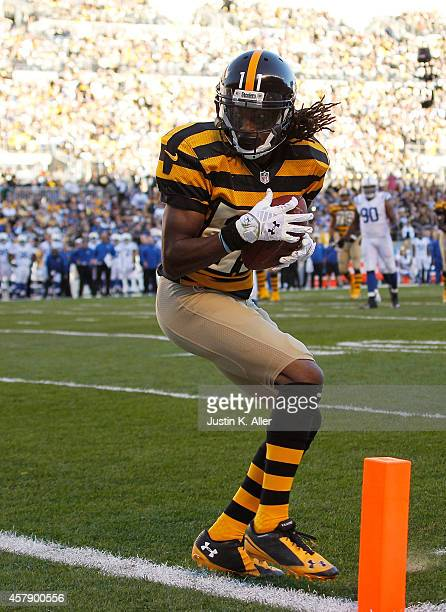 Markus Wheaton of the Pittsburgh Steelers makes a touchdown catch during the first quarter against the Indianapolis Colts at Heinz Field on October...