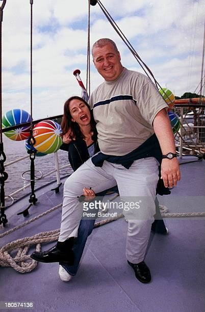 "Markus-Maria Profitlich, Ehefrau Ingrid Einfeldt, Sat 1 Sendung: ""Sail Away"", ""Kieler Woche"", Kiel, segeln, Wasser, Segelschiff, Sonnenbrille, Bälle,..."