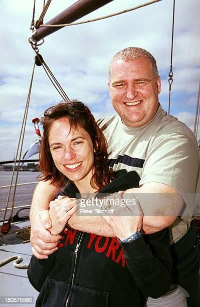 "Markus-Maria Profitlich, Ehefrau Ingrid Einfeldt, Sat 1 Sendung: ""Sail Away"", ""Kieler Woche"", Kiel, segeln, Wasser, Segelschiff, Sonnenbrille, Frau,"