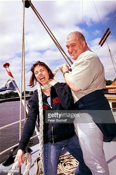 "Markus-Maria Profitlich, Ehefrau Ingrid Einfeldt, Sat 1 Sendung: ""Sail Away"", ""Kieler Woche"", Kiel, segeln, Wasser, Segelschiff, Sonnenbrille, Frau,..."