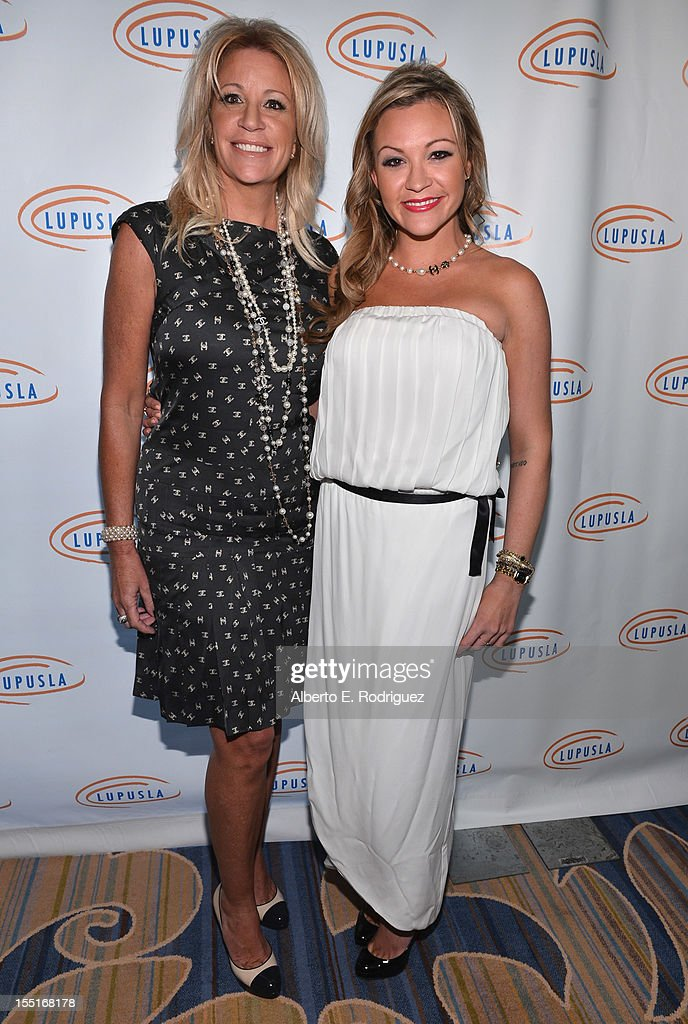 Lupus LA 10th Anniversary Hollywood Bag Ladies Luncheon : News Photo
