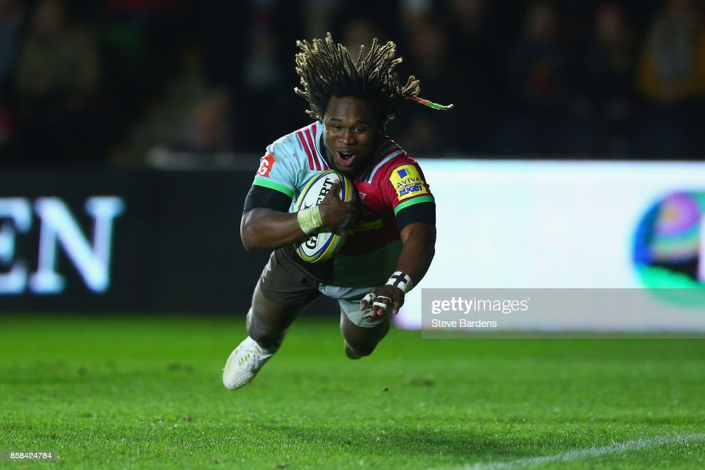 Marland Yarde of Harlequins scores a try during the Aviva Premiership match between Harlequins and Sale Sharks Sharks at Twickenham Stoop on October 6, 2017 in London, England.