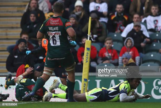 Marland Yarde of Sale Sharks scores a try during the Aviva Premiership match between Leicester Tigers and Sale Sharks at Welford Road on November 19...