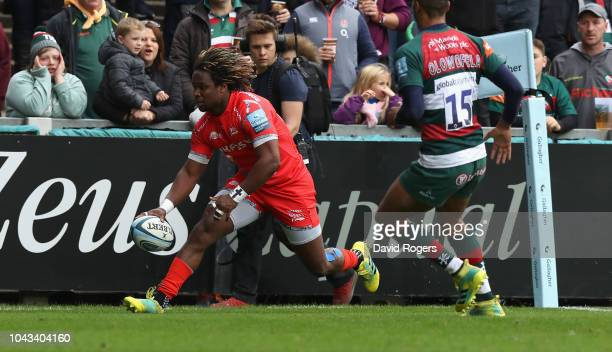 Marland Yarde of Sale Sharks scores the first try during the Gallagher Premiership Rugby match between Leicester Tigers and Sale Sharks at Welford...