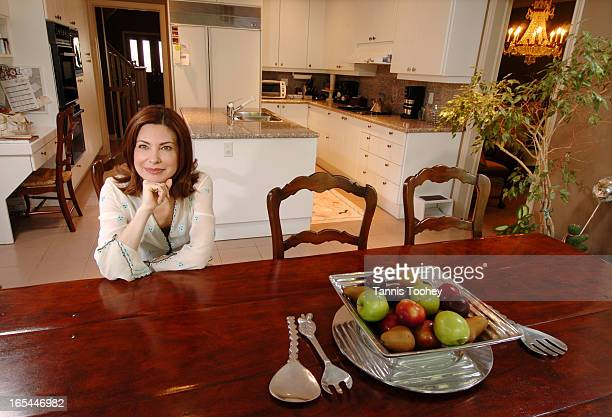 MarlaShapiroJune 9 2004Kitchen in the home of family physician Dr Marla Shapiro host of CTVs Balance Television for Living Well medical expert on...