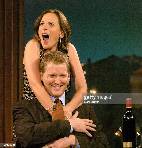 Marlee Matlin gives Craig Kilborn a massage on the final broadcast of 'The Late Late Show'