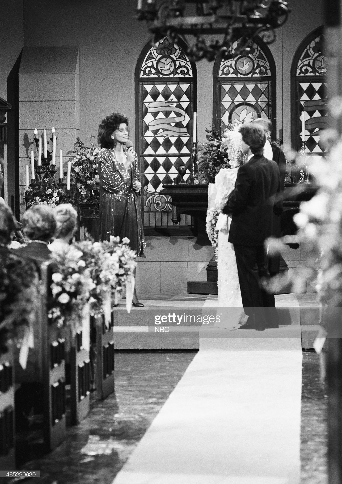 marlena-evans-roman-brady-wedding-pictured-marilyn-mccoo-as-tamara-picture-id485290930