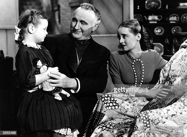 Marlene Burnett talks to Donald Crisp and Bette Davis in a scene from the Warner Brothers film 'The Old Maid'.