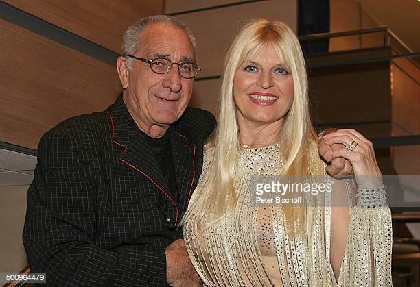 "Marlene Charell , Ehemann Roger Pappini , , Restaurant-Theater: ""GANYMÉE ON WATER"", ""MS RheinEnergie"", Köln, Sängerin, Chansonsängerin, Kleid,..."