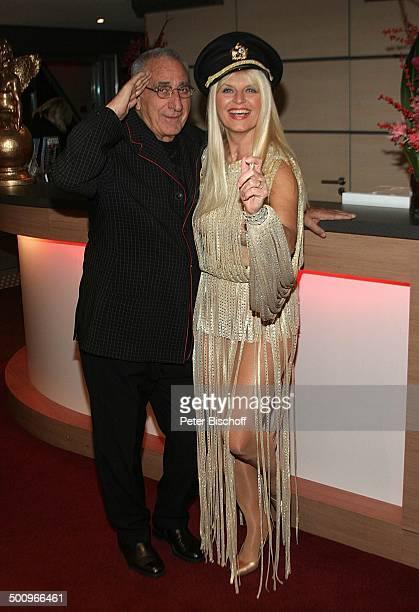 Marlene Charell Ehemann Roger Pappini RestaurantTheater GANYMÉE ON WATER MS RheinEnergie Köln Sängerin Chansonsängerin Kleid Verkleidung Kostüm Mütze...