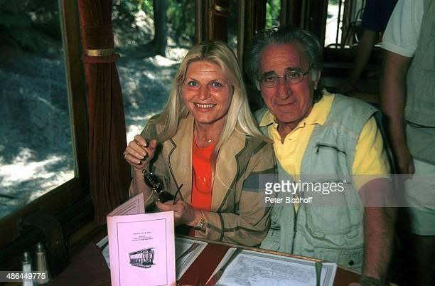 Marlene Charell Ehemann Roger Pappini am Dandemong Park bei Melbourne Australien